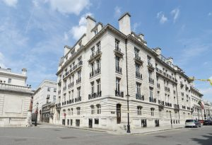 Designed by leading Edwardian architect, Frank Verity, and constructed in 1905, Cleveland Court called for sympathetic redevelopment to create new living spaces within the restored neo-Classical Portland stone facade.
